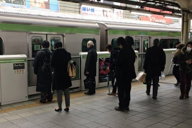 補助金で鉄道各社のホームドア整備を後押しする(JR有楽町駅)