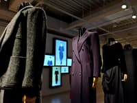 仮想のショー映像も流したイヴ・サンローラン展(東京・銀座、昨年12月)