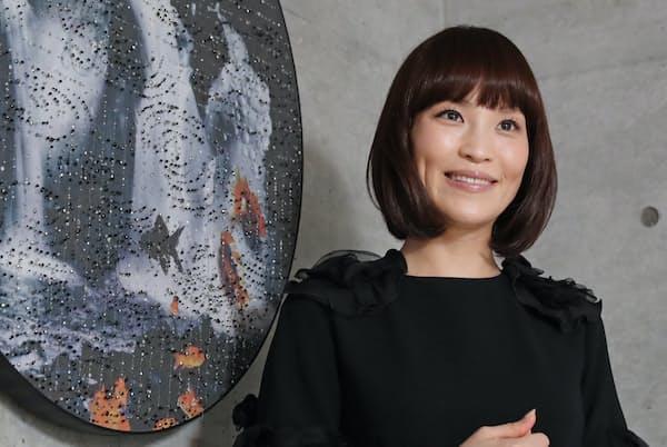 きよかわ・あさみ 1979年生まれ。文化服装学院卒。糸や布を使うアートや衣装、空間作品などを発表。著書に「美女採集」など多数。
