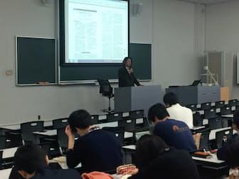 うつ病で退職した木谷晋輔さんは治療を続けながら、大学などで過労予防の啓発のため講演に取り組む(東京都新宿区の早稲田大学)