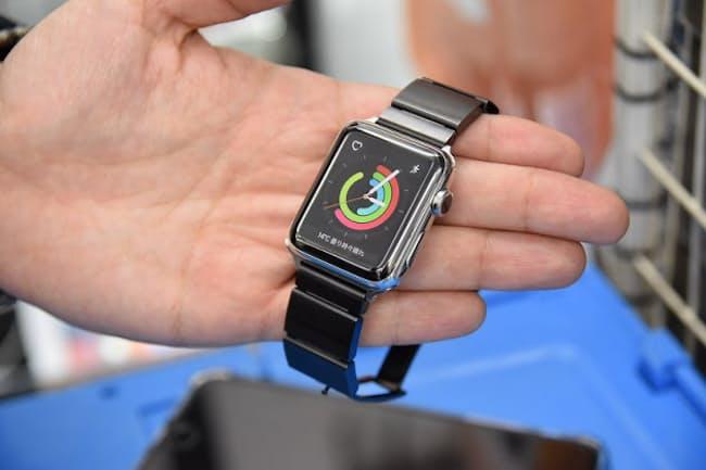 「Apple Watch Series 2」にソニーの「wena wrist」のバンド部分を合体させた
