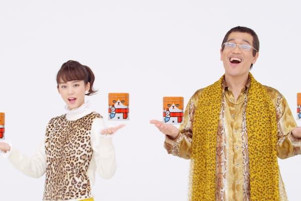 桐谷美玲とピコ太郎が『PPAP』のメロディーにあわせて歌い踊るワイモバイルのCMが2位に躍進