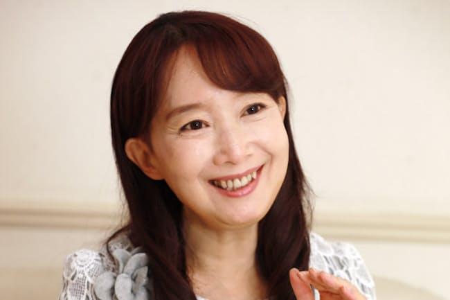 1955年香港生まれ。72年日本で歌手としてデビューし、アイドルに。2016年ユニセフからユニセフ・アジア親善大使に任命された。3月下旬、北海道7カ所でデビュー45周年記念コンサートを予定。