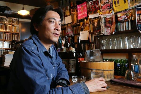 とみた・かつや 1972年山梨県生まれ。「サウダーヂ」「バンコクナイツ」と2作品続けてロカルノ国際映画祭コンペティションに出品。