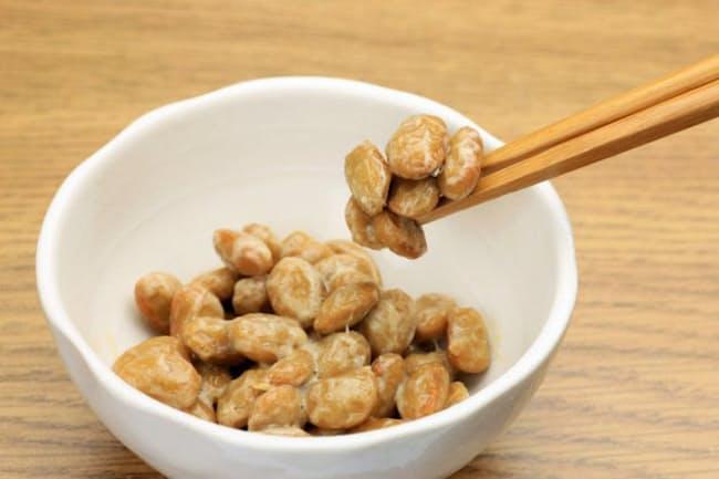 納豆は他の大豆製品とは異なり、血栓を溶かす酵素「ナットウキナーゼ」を含む。(c)reika7 -123rf