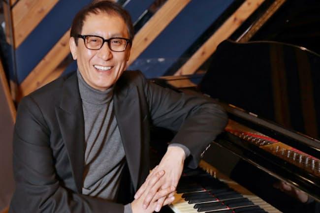 たけべ・さとし 1957年生まれ。国立音大在学中から活動。代表曲を集めた還暦記念CD「日本の音楽と、武部聡志。」を22日に発売。