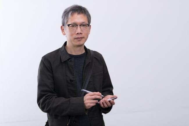 矢口史靖監督が手に持っているのが、数々のヒット作を生み出してきたメモ帳