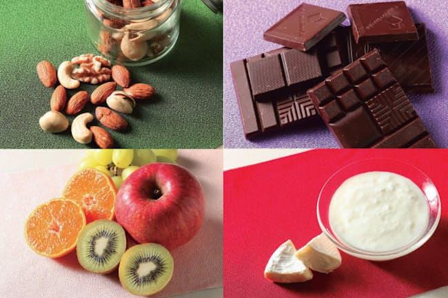 太らないおやつはこの4つ。「ナッツ」「ヨーグルト・チーズ・卵」「ビターチョコレート」「果物」(写真:谷口賢児)