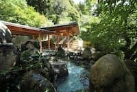 大谷山荘の大浴場には岩露天風呂も(同社提供)