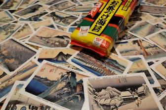 応募要領の書かれた通常の封入カードと違い、プレゼント用の全55枚には作品の詳しい解説が裏面に書かれてあるのがうれしい。カードフルセットの応募期間は2019年1月末まで(当日消印有効)。