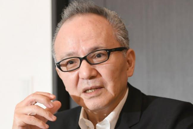 うりの・まさお 1951年生まれ。上智大卒。82年「少女A」のヒットで作詞に専念。名曲誕生の秘話を明かした著書「砂の果実」を出版。