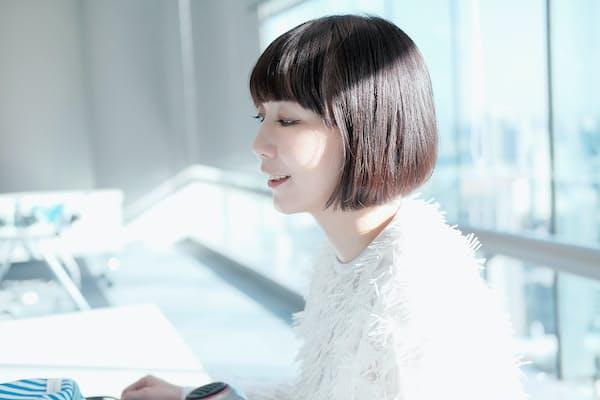 ニューアルバム「PINK」を発売し、4月からツアーが始まる土岐麻子さん。ツアーやプロモーションで全国を飛び回るアーティストが選んだ旅行グッズとは