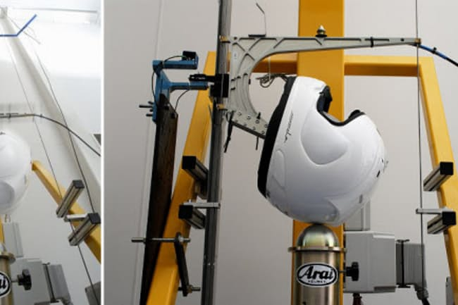 図1 ヘルメット衝撃性能試験の様子(写真:アライヘルメット)