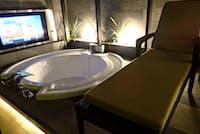 レジャーホテルは風呂などの設備がビジネスホテルより豪華(東京都目黒区の「ホテルレオン目黒」)