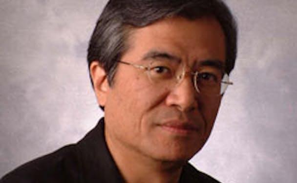 坂村 健氏(さかむら けん)<BR> 1951年生まれ。工学博士。東京大学大学院情報学環教授、ユビキタス情報社会基盤研究センター長。1984年からオープンなコンピューターアーキテクチャ「TRON」を構築。携帯電話、家電、デジタル機器、自動車、宇宙機などの組み込みOSとして世界中で多数使われている。2002年よりYRPユビキタス・ネットワーキング研究所所長を兼任。いつでも、どこでも、誰もが情報を扱えるユビキタス社会実現のための研究を推進している。2003年に紫綬褒章。2006年に日本学士院賞、2015年にITU(国際電気通信連合)150 Awardsを受賞。2017年1月東京都「ICT先進都市・東京のあり方懇談会」座長就任。『IoTとは何か 技術革新から社会革新へ』(角川新書)、『オープンIoT 考え方と実践』(パーソナルメディア)など著書多数(画像提供:東京大学坂村健教授)