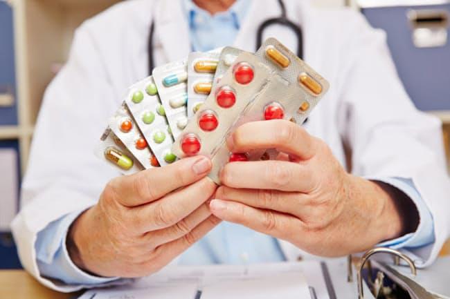 「処方される薬が6つ以上になると、薬の副作用を起こす高齢者が増えることが分かっています」と専門家は言う(c)stylephotographs -123rf
