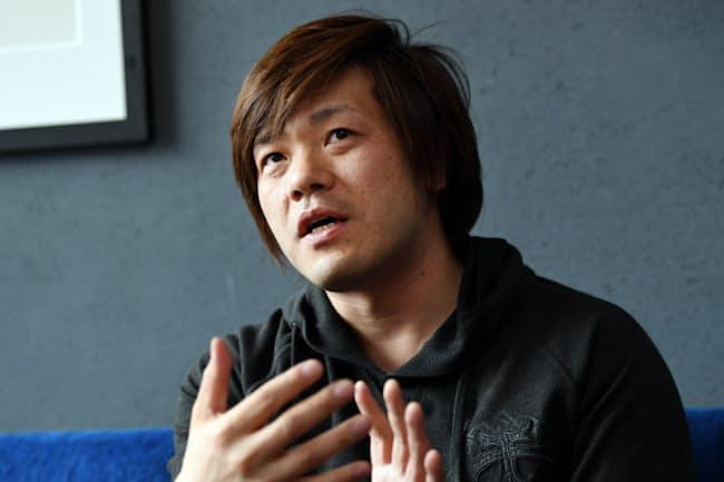 ひらの・けいいちろう 1975年愛知県生まれ。京都大学法学部卒。大学在学中の99年に発表した「日蝕」で芥川賞。著書に「葬送」「決壊」など。近著に長編「マチネの終わりに」。41歳