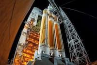 2014年12月、NASAは新型の有人宇宙船オリオンの無人機で試験飛行に成功した。写真はデルタIVヘビーブースターで同機を打ち上げる準備をしているところ。(Lockheed Martin)