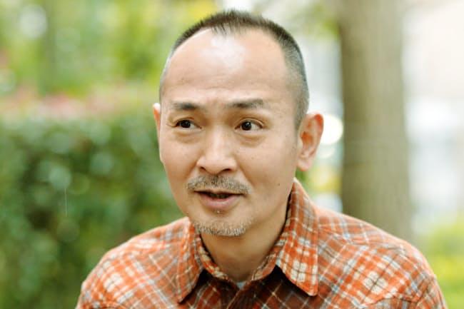 なかむら・ゆうじ 1956年福岡県生まれ。パントマイムを交えたコントのほか、映画や舞台などで俳優としても活躍。地元・北九州を舞台にした、25日公開の映画「グッバイエレジー」に出演。