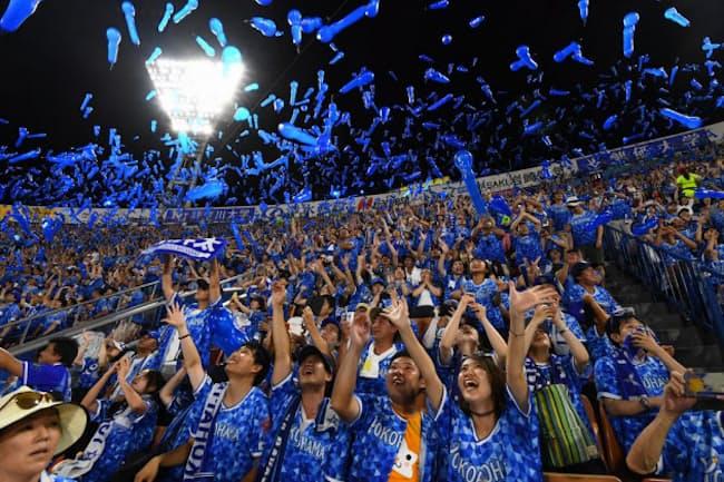 横浜DeNAベイスターズが催す夏の人気イベント「YOKOHAMA STAR☆NIGHT」の様子。横浜DeNAベイスターズの選手たちも参加してプロデュースしている(写真:YDB)