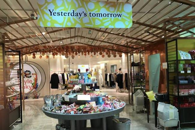 伊勢丹新宿店本館2階のほぼ中央にあるセンターパーク/ザ・ステージに出店した「Yesterday's tomorrow」。若い女性向けのファッションブランドのショップの中で異彩を放っていた