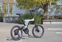 「PSA1」(税込み19万9800円)。前後サスペンションやディスクブレーキなど、豪華な装備をもつミニベロタイプの電動アシスト自転車