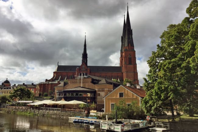 ウプサラ大聖堂。あまりの巨大さゆえに町中のどこからでも見つけることができる