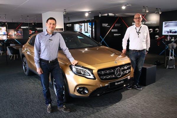 フェイスリフトが行われたメルセデス・ベンツのSUV「GLA」と、担当エンジニアのラルフ・ドルデ氏(左)と広報担当のマルクス・ナスト氏(右)