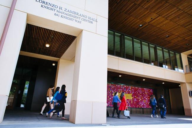 スタンフォード大学経営大学院のキャンパス (C)Elena Zhukova