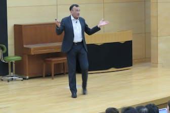 早稲田大学で記念講演するイヴ・ピニュール教授