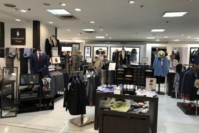 本館7階の紳士服売場で、2017年2月22日にオープンした「ジェントルマンズ クローゼット」。約60平方メートルの空間には、幅広いアイテムが並べられている