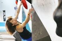 実家に造った練習施設で練習する野口啓代選手。腕の力だけに頼らない、しなやかな登りが強みだ