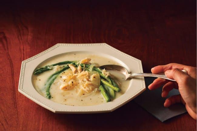 アスパラとホタテの豆乳スープ カロリー175kcal、糖質15.6g、食物繊維1.9g、たんぱく質14.7g (写真:小林キユウ)