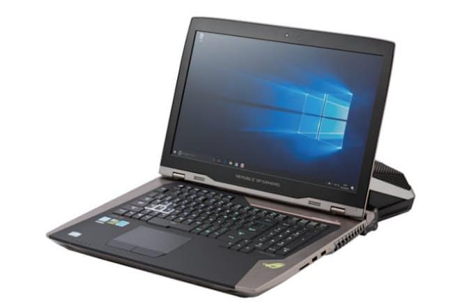 図1 「ROG GX800VH」は、高速CPUに高速グラフィックス、18.4型の4K 液晶、64ギガの大容量メモリー、512ギガのSSDを3つも搭載する巨大で超高性能なノートパソコンだ。実売価格は80万円前後