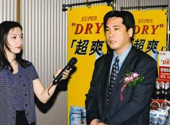 1998年に中国・南京で開いた「スーパードライ」の発売イベントで