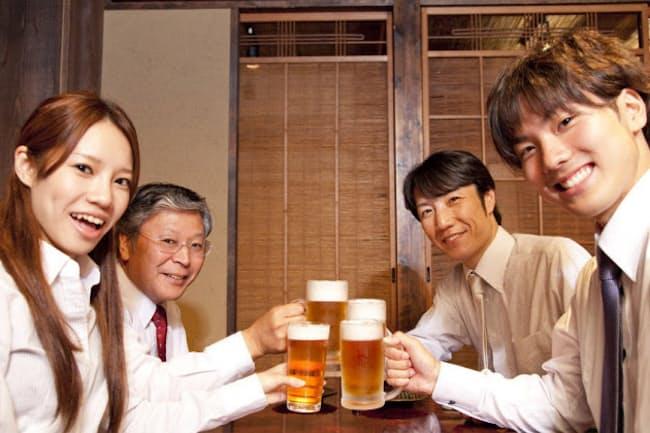 お酒を飲むと顔が赤くなりやすい人は将来の骨折に要注意(c)PaylessImages-123rf