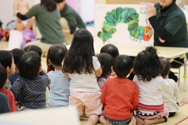 こども保険は幼稚園や保育所など就学前児童に重点的に配分する