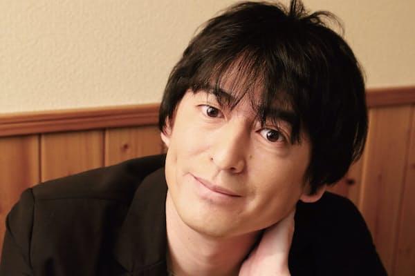 1971年3月10日生まれ、福岡県出身。博多華丸と90年にコンビ結成。14年に『THE MANZAI』で優勝。レギュラーは『有吉反省会』(日テレ系)、『ライオンのグータッチ』(フジ系)、コンビでは『ヒルナンデス!』(日テレ系)など。(写真:中村嘉昭)