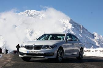 高級セダン「5シリーズ」のプラグインハイブリッド・モデル、BMW「530e」