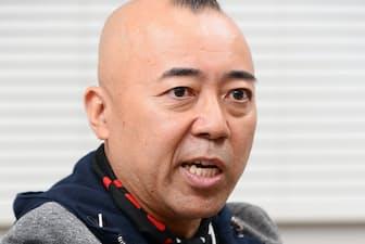 1967年埼玉県生まれ。94年、レッド吉田とお笑いコンビ「TIM」を結成。「命」の人文字ギャグで人気に。近著に「ゴル語録 命を磨くための50の言葉」(文芸春秋)。50歳。