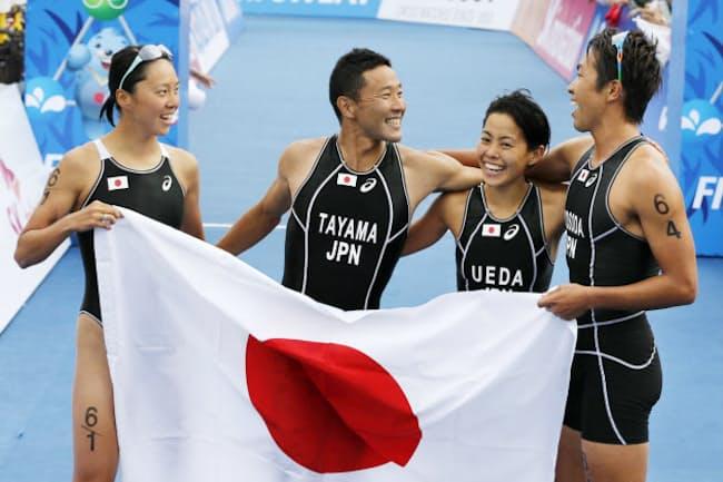 20年の東京五輪では男女混合の新種目が目立つ(写真は14年の仁川アジア大会で金メダルを獲得したトライアスロン混合リレーの日本代表)
