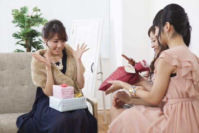 日本でもサプライズパーティーを開くことが増えてきた PIXTA