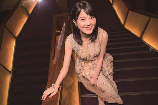 1997年1月22日、ドイツ生まれの東京都育ち。A型。小学生の頃から舞台女優を志し、ジュニアミュージカル出演を経て、12年に乃木坂46のメンバーとしてCDデビュー。ピアノは音大で専攻するほどの腕前(写真:アライテツヤ)