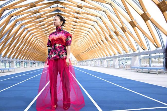 創刊号では、リオ・パラリンピックの陸上女子で銅メダルを獲得した辻沙絵選手をモデルに起用する (c)mika ninagawa
