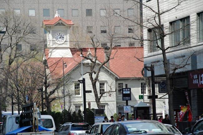 北海道は民泊解禁に向けて、都市部ではルール整備を優先する方針だ(写真は札幌市内の時計台)