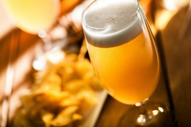 2016年末に「ビールには認知症の予防効果がある!」といううれしいニュースが報じられた。これは本当だろうか(c)olegdudko -123rf