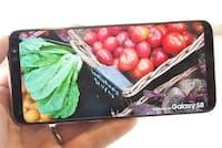 Galaxy S8/S8+では前面のホームボタンが廃止され、前面のほとんどをディスプレーが占めるようなデザインに変化した