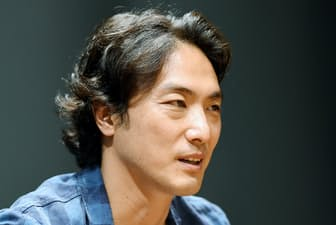 1974年東京都生まれ。米ブラウン大から米コロンビア大大学院に進学。企業勤務を経て、27歳で舞台「鹿鳴館」でデビュー。8月公開の映画「関ケ原」に出演する。42歳。