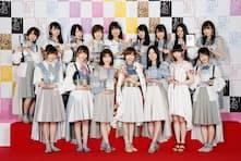 3連覇した指原莉乃さん(前列中央)ら49thシングル選抜メンバーの16人(C)AKS