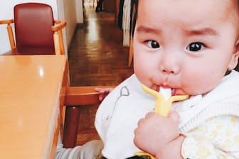 娘のお気に入りのバナナのおもちゃ。最近よくくわえています